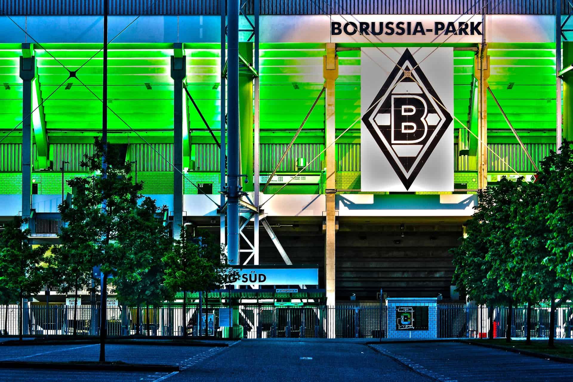 Als Mönchengladbacher ist man selbstverständlich auch mit dem Fußball verbunden.
